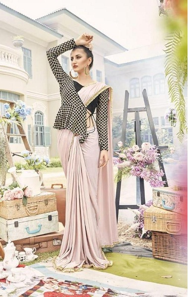 Lovely Cream Designer Saree With 3d Checks Print Blouse image